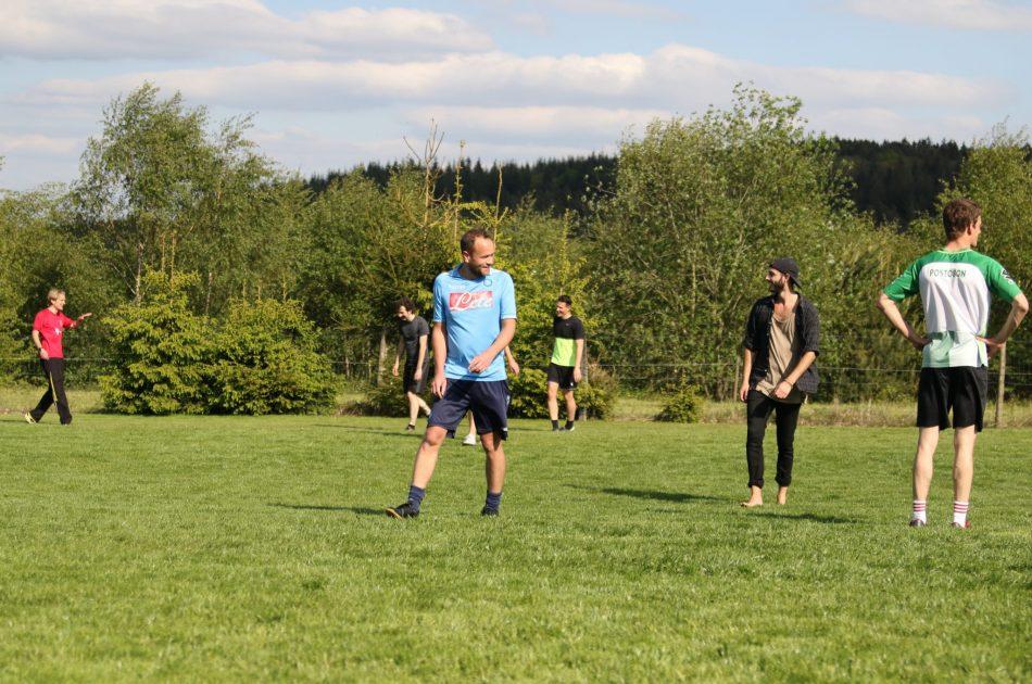 Aanwezigheid van een voetbalveld is het eerste selectiecriterium bij het zoeken van een locatie