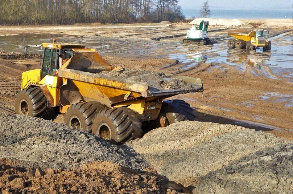 Vrijkomende grond uit paaiplaats wordt verwerkt in strandwal