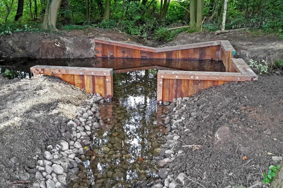 de stuwen zijn door de aangebrachte cascades voor vis weer passeerbaar