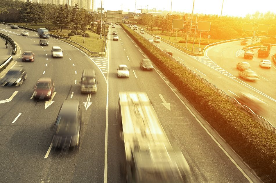 Verkeer vormt één van de emissiebronnen van stikstof